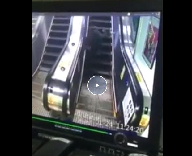 Konglomerat Ini Terjatuh Berkali-Kali di Eskalator Gara-Gara Main Hp