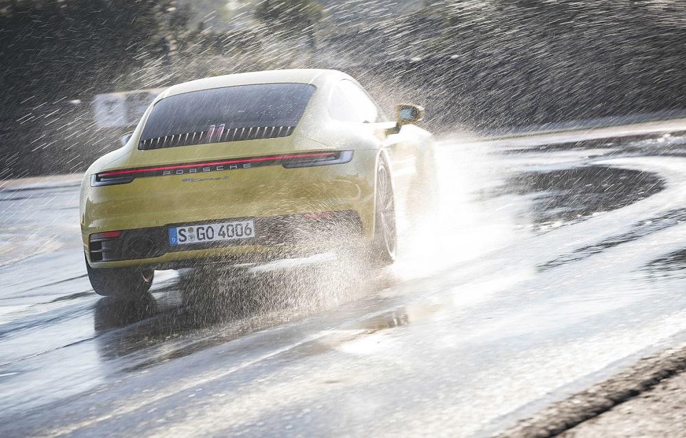 Khám phá chế độ lái Wet Mode trên Porsche 911 2020