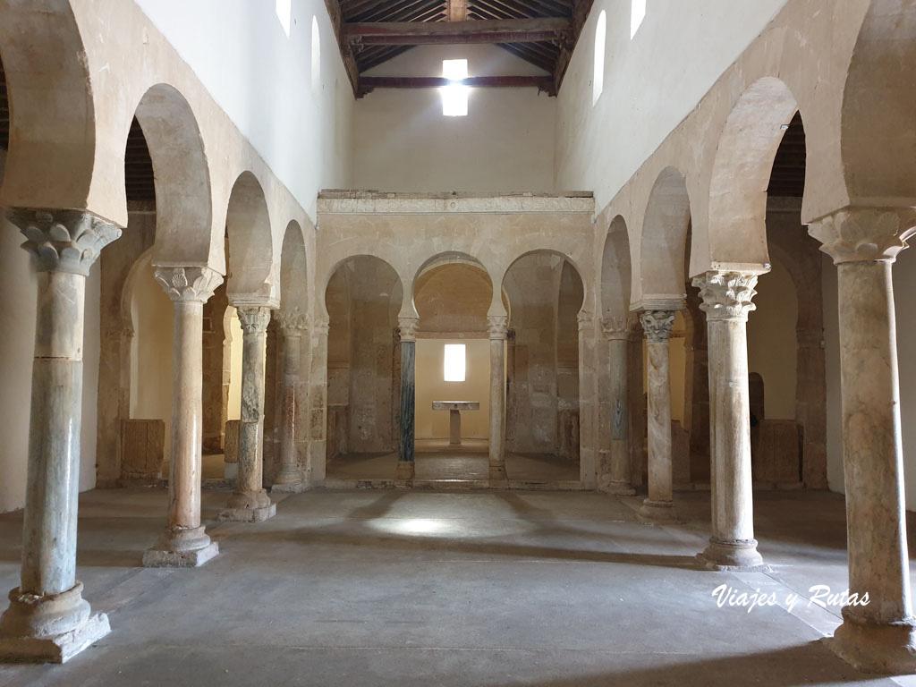 Interior del Monasterio de San Miguel de Escalada
