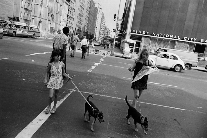 Courtesy Car City >> Amazing Photographs Captured New York City's Street Scenes From Between the 1960s and '70s ...