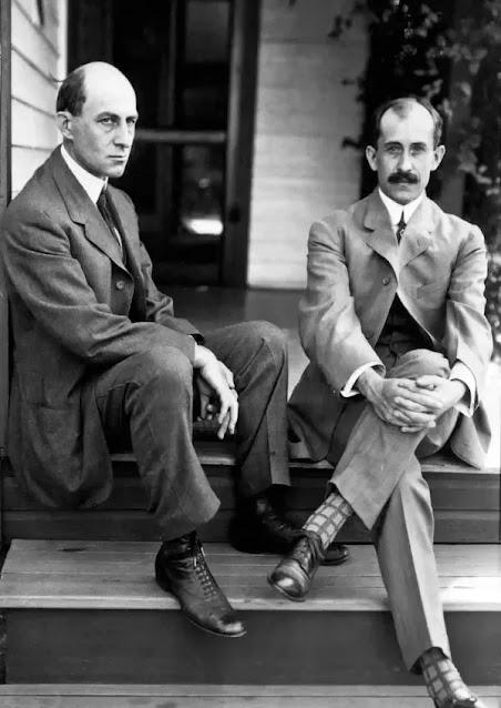 Братья Уилбер и Орвилл Райт, 1903 (Библиотека Конгресса США)