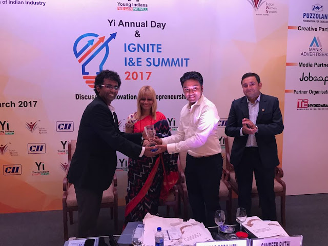 Raghu K receving Best Social Entrepreneur Award