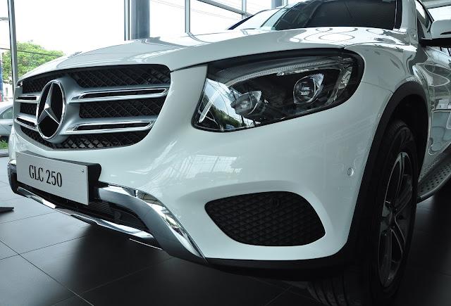 Mercedes GLC 250 4MATIC có lưới tản nhiệt 2 nan màu Bạc với viền Chrome