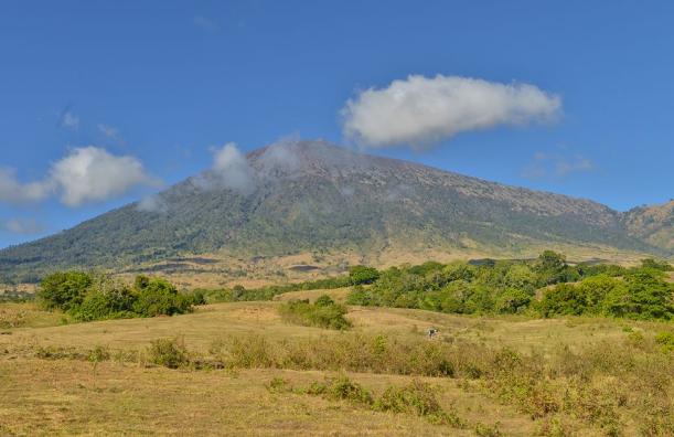 Gunung Rinjani Tinggi (3.726 m )