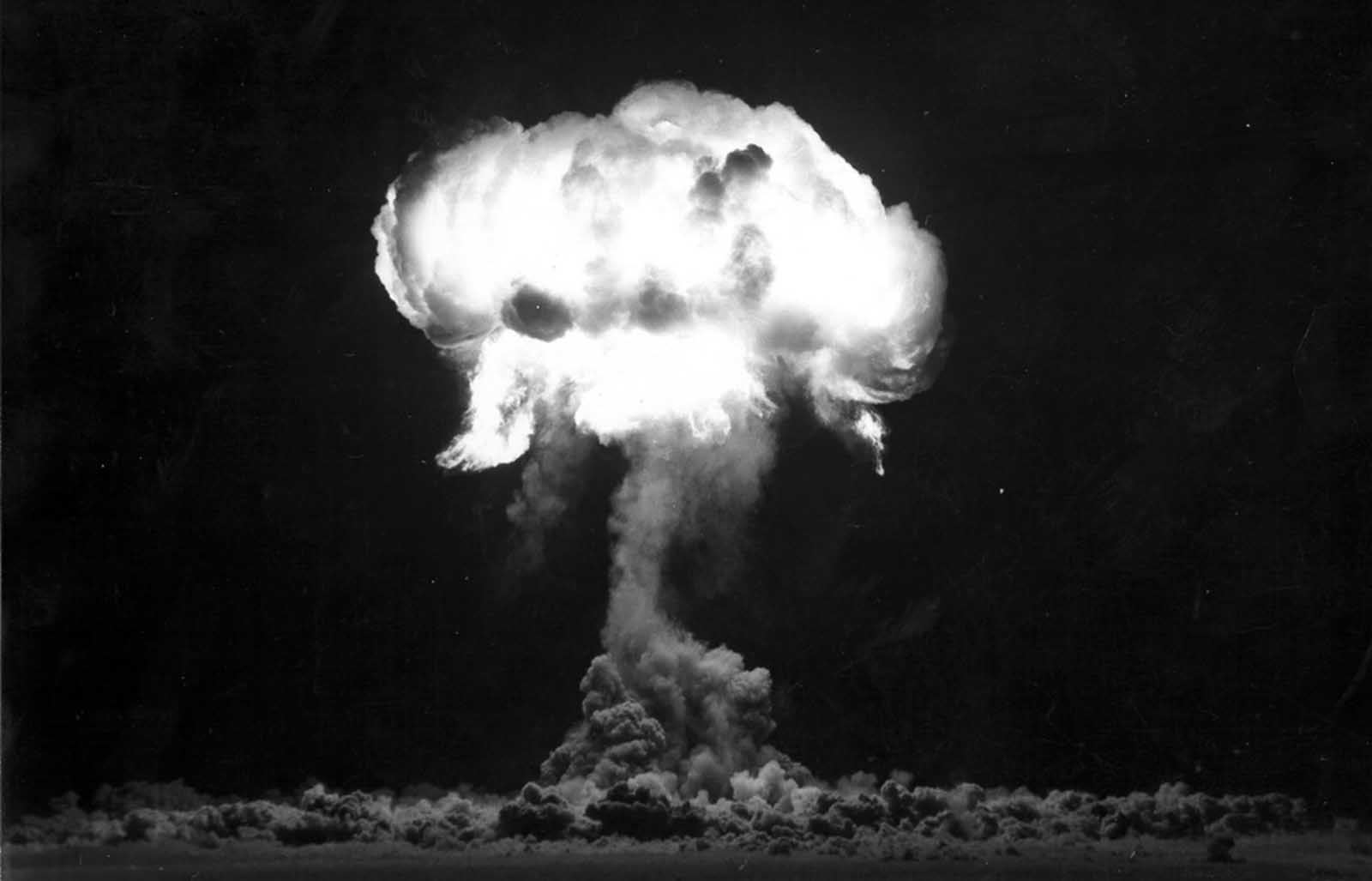 During the Plumbbob test at the Nevada Test Site on August 30, 1957, the Franklin Prime shot is detonated from a balloon in Yucca Flat at an altitude of 750 feet.