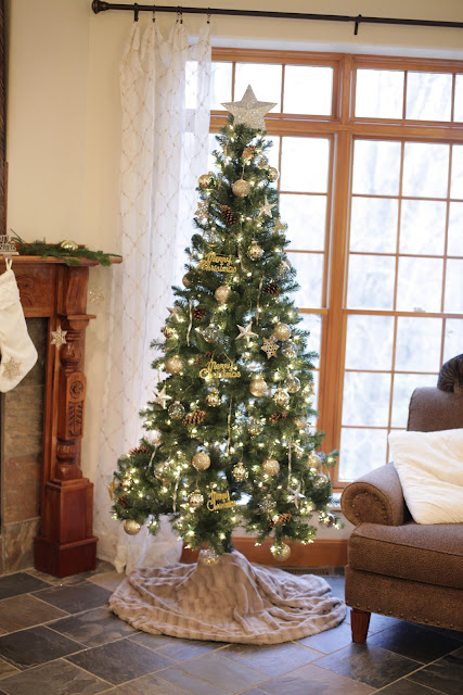 faux fir Christmas tree skirt tutorial