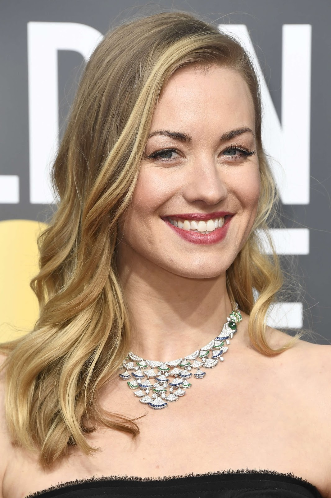 Yvonne Strahovski Posing at the Golden Globe Awards 2018