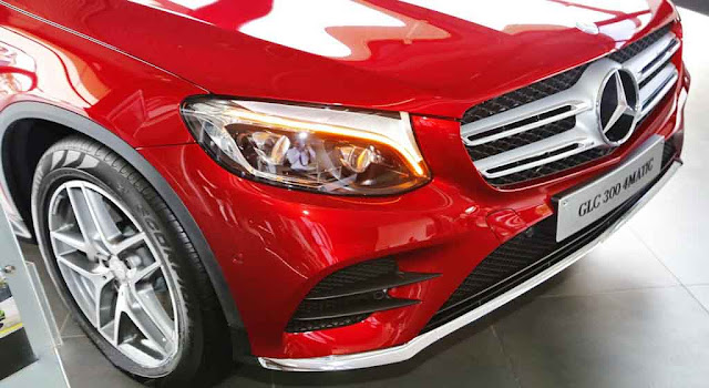 Phần đầu xe Mercedes GLC 300 4MATIC 2017 được thiết kế trẻ trung và mạnh mẽ