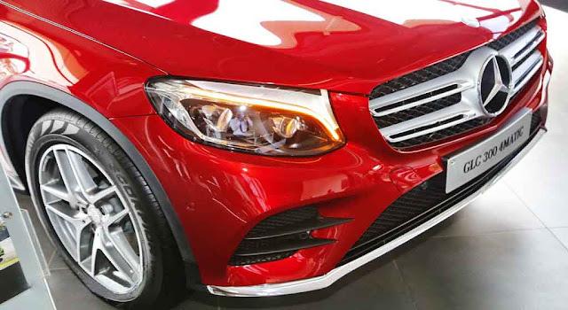 Phần đầu xe Mercedes GLC 300 4MATIC 2018 được thiết kế trẻ trung và mạnh mẽ
