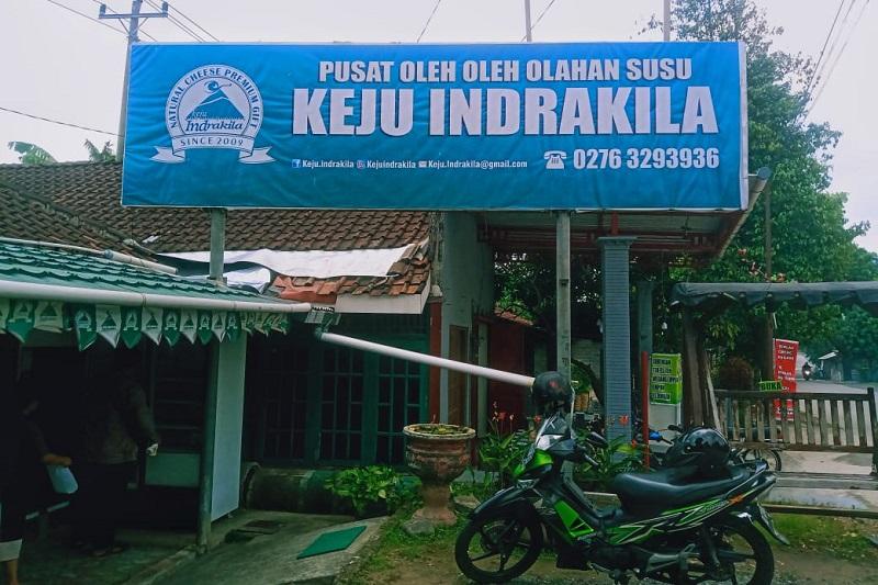 Pusat oleh-oleh keju Indrakila di Jl. Prof. Soeharso