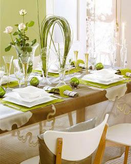 mesa navideña en verde y blanco