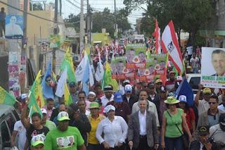 Manuel Jiménez y Nelsy Trinidad, recorren sector los Frailes