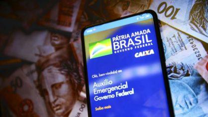 Governo prevê mais 2 ou 3 parcelas de auxílio e novo Bolsa Família de R$ 300