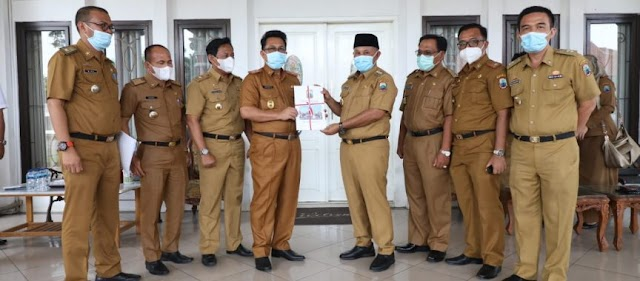 10 Hari Jabat Plh Bupati, Thamrin Serahkan Nota Pelaksana Tugas Kepada Nanang Ermanto