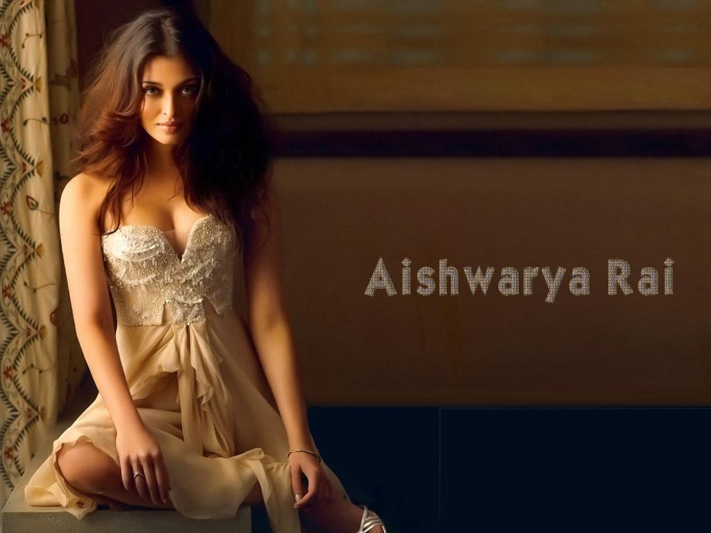 Aishwarya Rai Hot Physique Detailed Photo