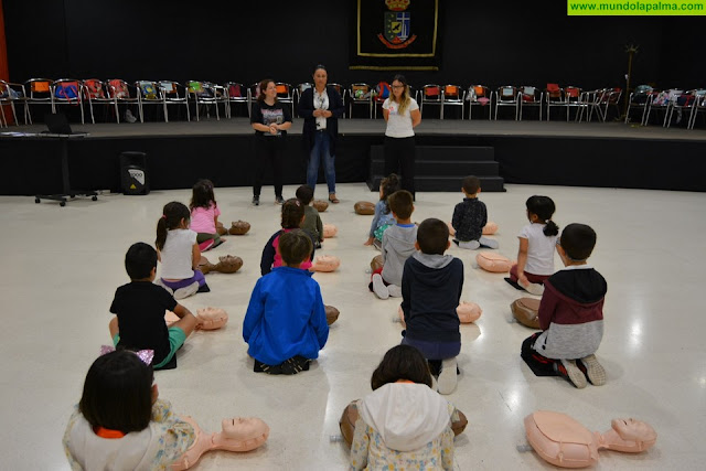 El Cabildo enseña a niñas y niños a detectar y a actuar ante una emergencia
