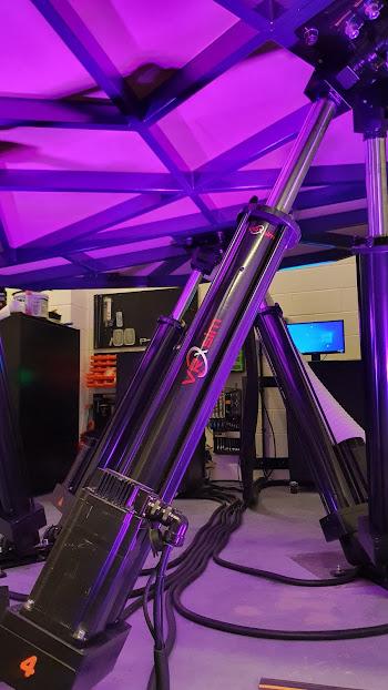 Expanded hydraulic ram under airbus simulator