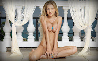 Horny and twerking - Candice%2BB-S01-037.jpg
