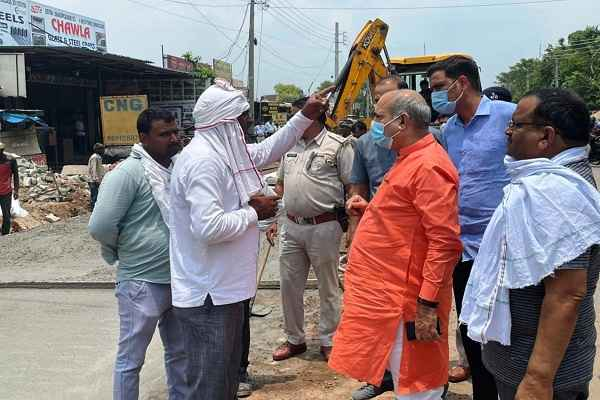 haryana-minister-moolchand-sharma-sewerage-system-cleaning