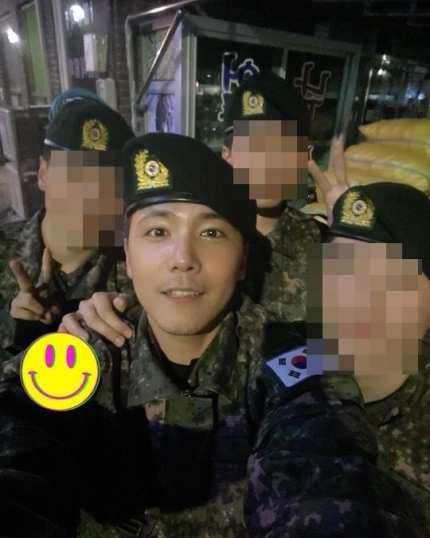 FT ISLAND Hongki greet fans who miss him with a new selca and updated of his military life!