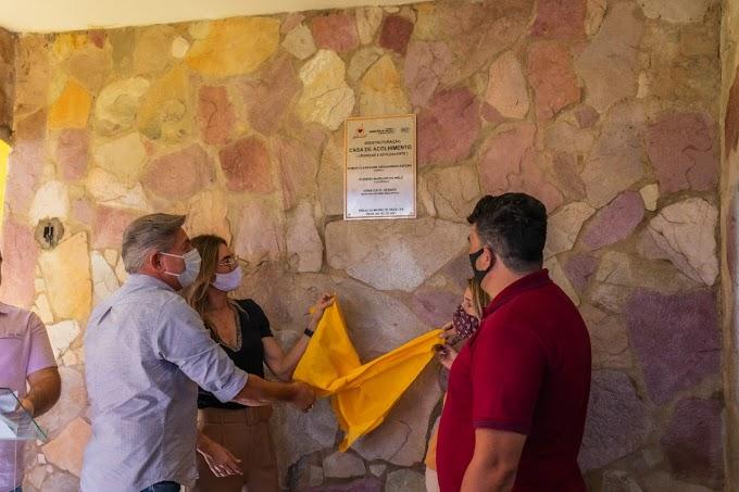 Em Brejo da Madre de Deus, prefeito Roberto Asfora entrega nova Casa de Acolhimento e homenageia personalidades com o Selo Abraçar