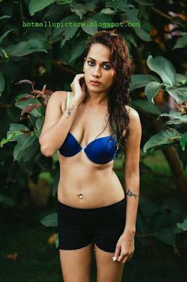 Hot tamil girl infosys swathi on swimming pool