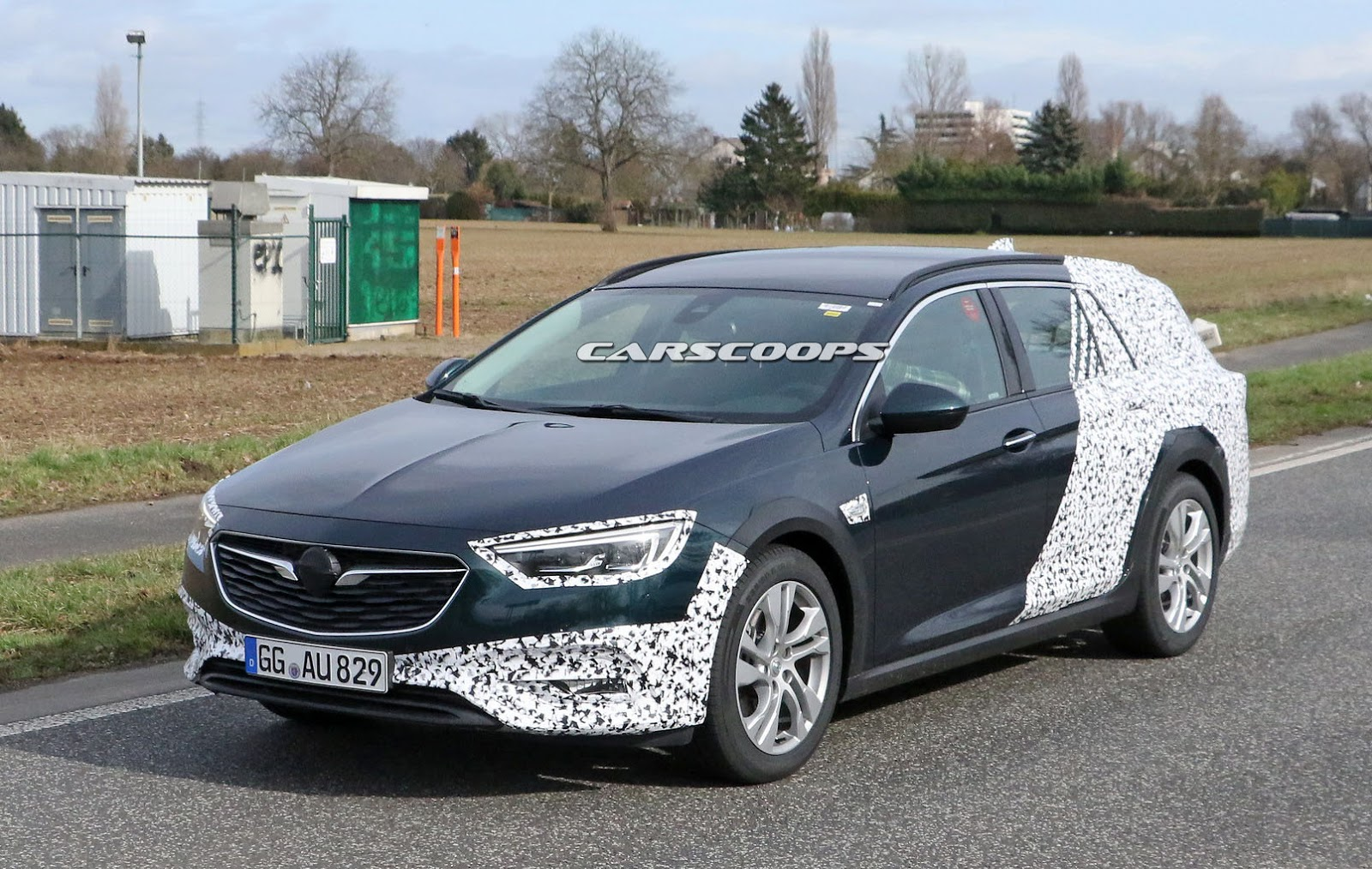 opel insignia country tourer getting ready to lure. Black Bedroom Furniture Sets. Home Design Ideas