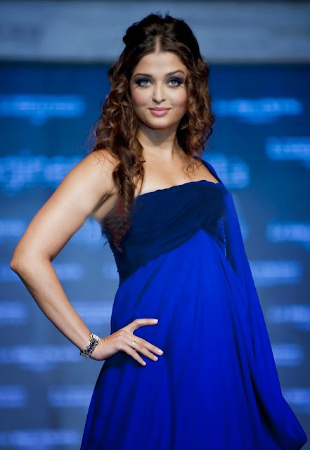 Bollywood Queen Aishwarya Rai Cute in Blue Dress Latest Hot Photos Actress Trend