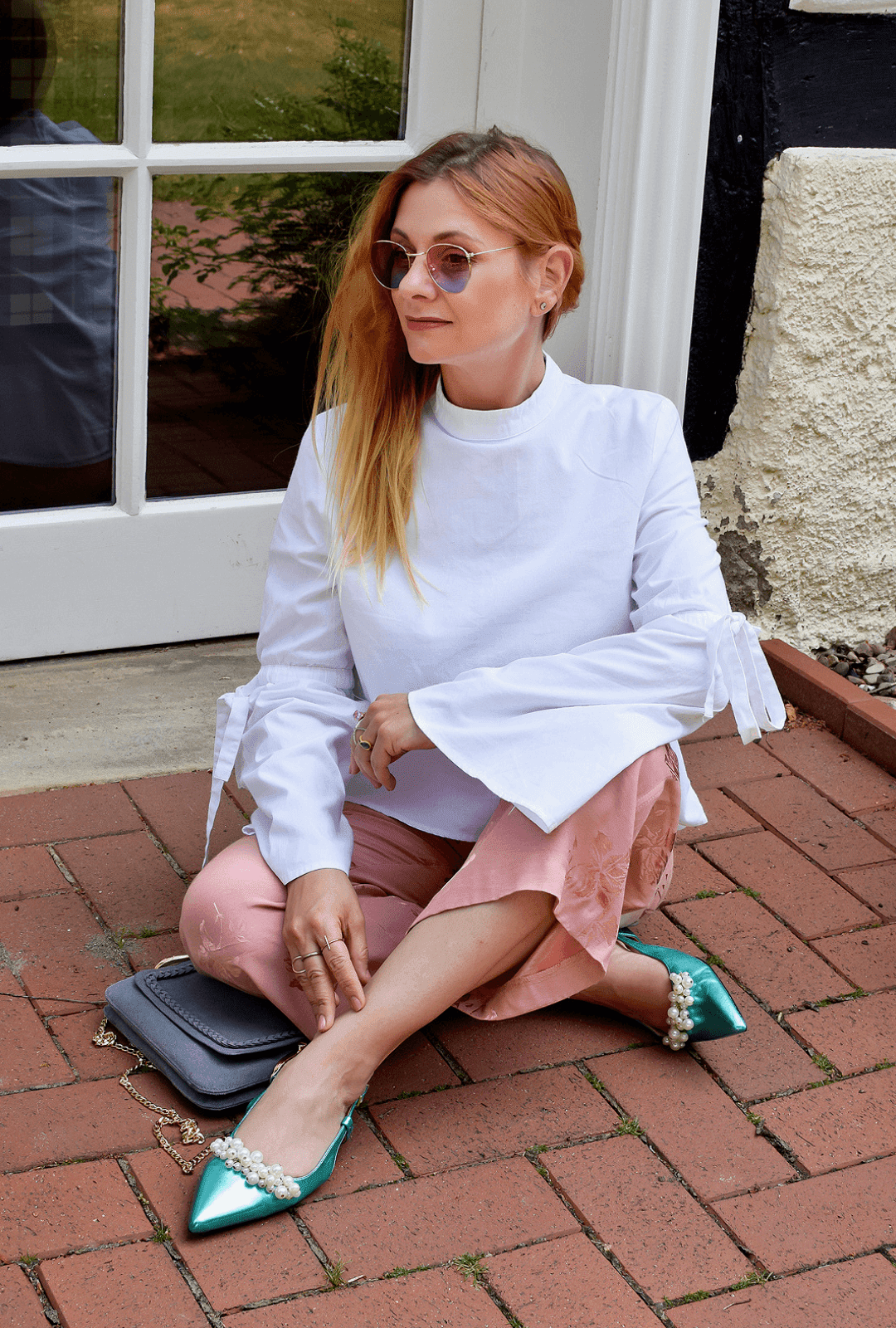 So stylst Du eine Rosa Culotte mit einer weißen Bluse