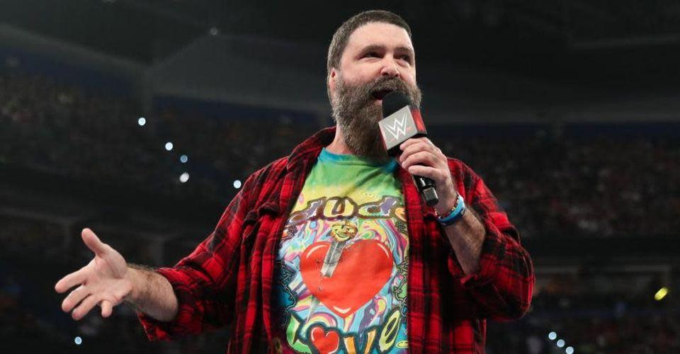 """Mick Foley está com """"heat"""" na WWE após comentários sobre a AEW"""