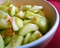 Salada Picante de Pepino com Amendoim (vegana)