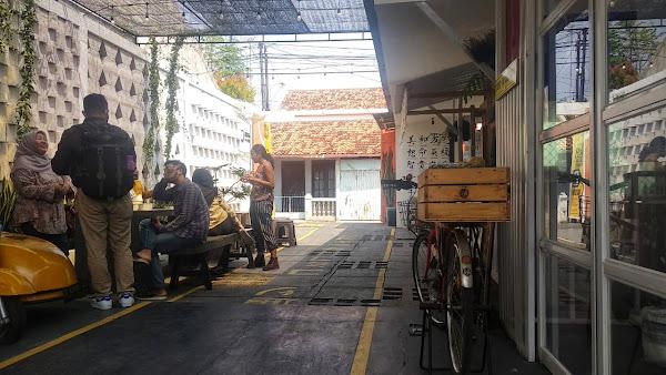 Di Pekalongan, tepatnya di Jalan Matana, Poncol