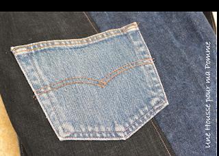 """Sac bandoulière fait de pans de pantalons en jeans recyclés (chinés par mes soins), de différents tons, montés façon patchwork, coutures supiquées de fil rose, poche de jeans cousu à l'extérieur, bandoulière en jeans, entièrement doublé en tissu coton au motif pastèques et citrons.  Les jeans portés recyclés parfois délavés par le temps apportent cette """"petite chose en plus"""" à cette pièce unique."""
