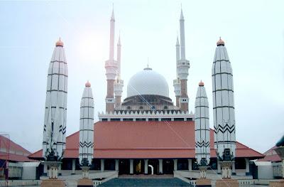 http://beautifulmosques.com/?tag=masjid-agung-jawa-tengah