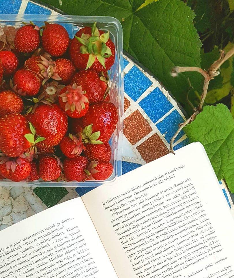 kesä ja mansikat