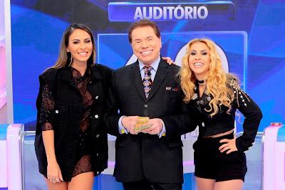 """Alinne, Silvio e Joelma no """"Jogo das 3 Pistas"""". Crédito: Lourival Ribeiro/SBT"""