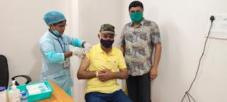 वरिष्ठ समाजिक कार्यकर्ता मधुभाई पटेल ने लगवाई वैक्सीन