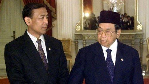 Ketika Gus Dur Nonaktifkan Wiranto karena Tersangkut Kasus HAM