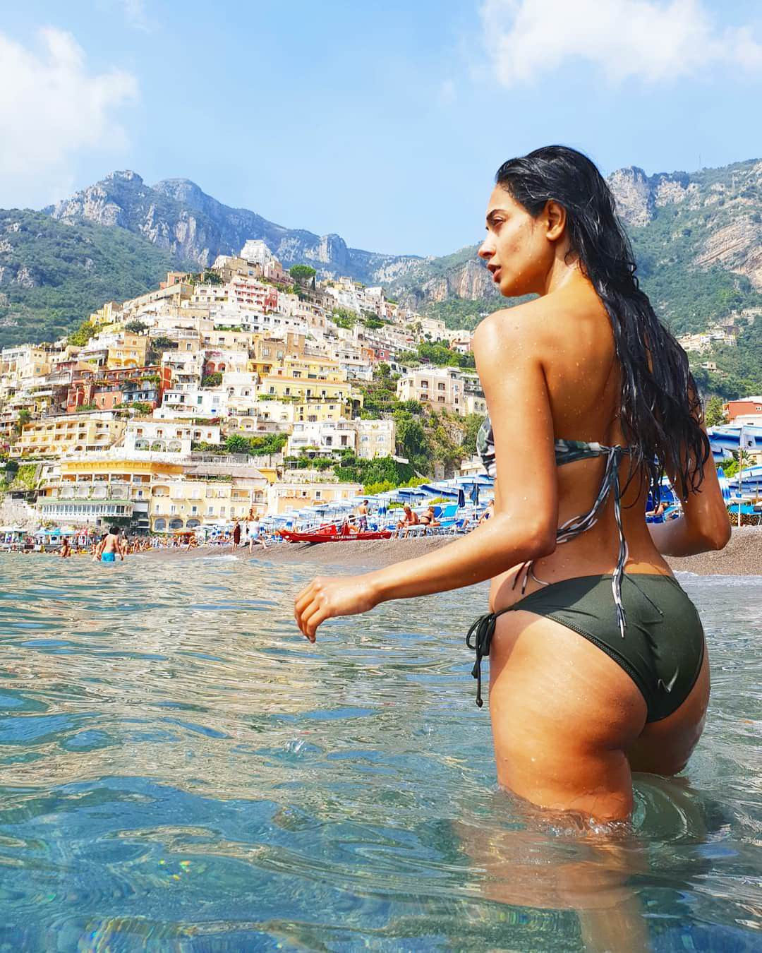 Sarah-Jane Dias Hot Booty In Bikini | Indian Girls Villa - Celebs Beauty, Fashion and Entertainment