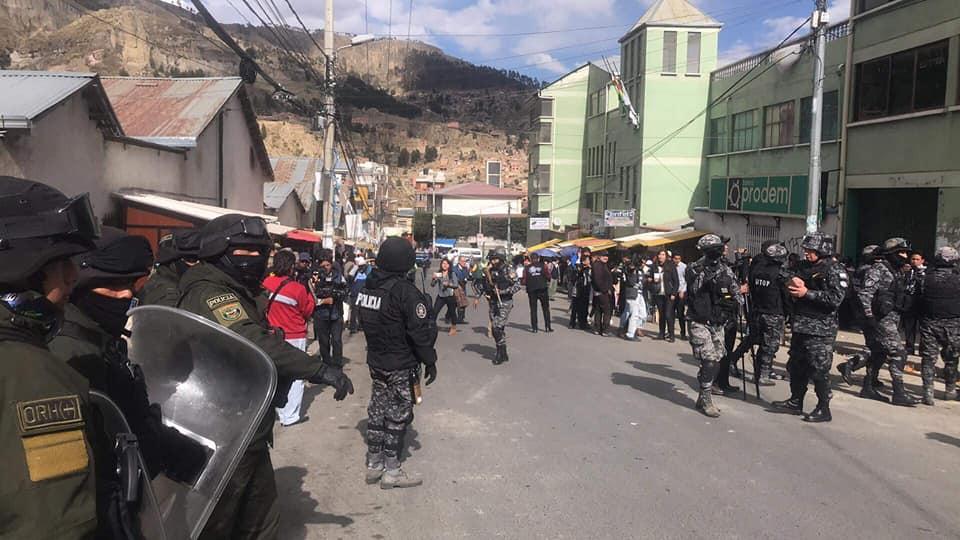 Ayer la policía volvió a intervenir el mercado de la coca de Villa Fátima / ENCONTRADOS