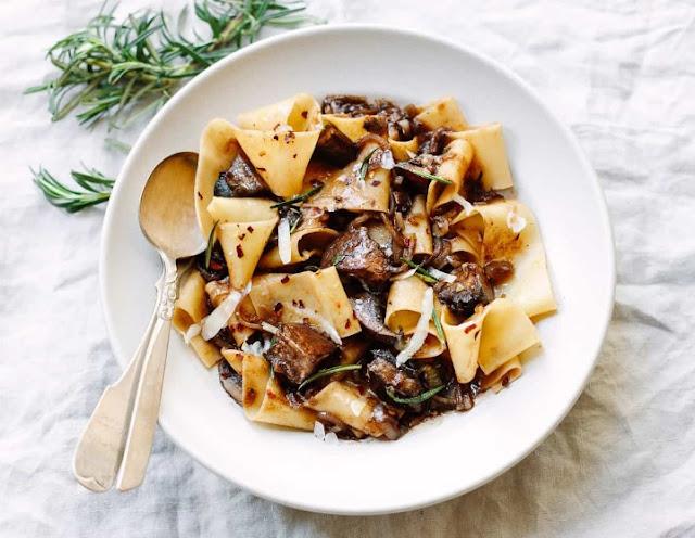 Pappardelle Pasta with Rosemary Portobello Mushroom Sauce #pasta #vegandinner