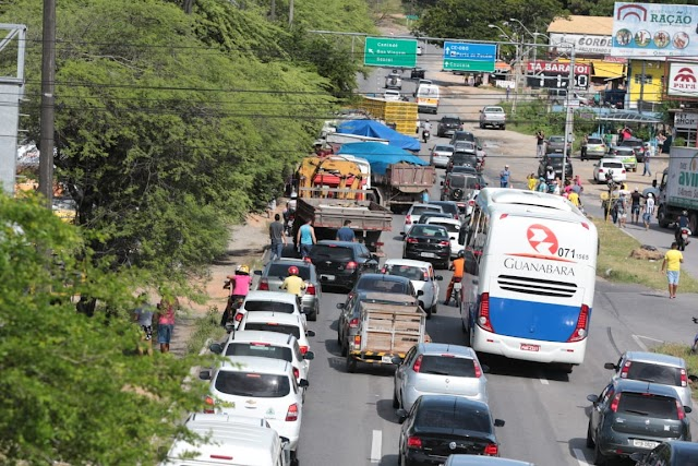 GREVE DOS CAMINHONEIROS: Doze rodovias federais estão bloqueadas no CE, segundo a PRF