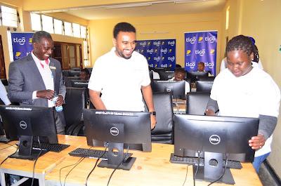 Tigo yatoa msaada wa kompyuta 20 katika Chuo Kikuu cha Sayansi na Teknolojia Mbeya