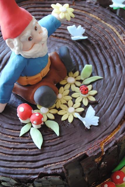 biscotti, cakepops, crostatine, torta ed allestimento festa ispirati al mondo degli gnomi e delle creature del bosco