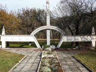 Плоске. Свалявський р-н; Закарпатська обл. Пам'ятний знак воїнам-односельчанам