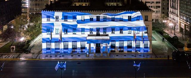 25η Μαρτίου: Στα γαλανόλευκα η Αθήνα – Στολίστηκε με 5.000 λουλούδια και 800 σημαίες (ΦΩΤΟ)