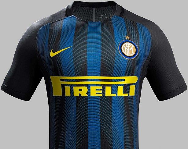 ... na temporada 2016 17 do Campeonato Italiano de futebol. O modelo possui  listras verticais em preto em azul com detalhes estampados em formato de  curvas. 630284ad55852