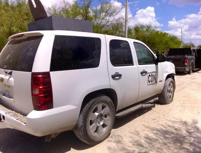 Fotos; Sicarios del CDN le sacan al topon con Fuerza Tamaulipas y huyen pero son capturados con trocas, pecheras y armas