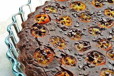 Świąteczny czekoladowiec z kumkwatami