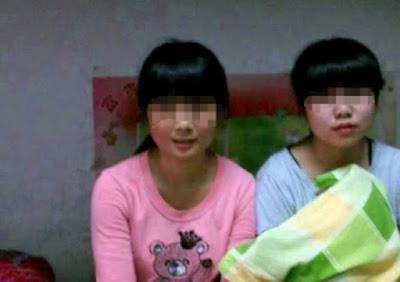 Hai cô bé cùng làm việc ở kiot 6x. Cả hai mới xuống Quất Lâm được 3 tháng